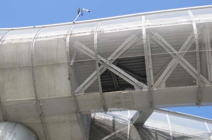 ponte sul mare danneggiato