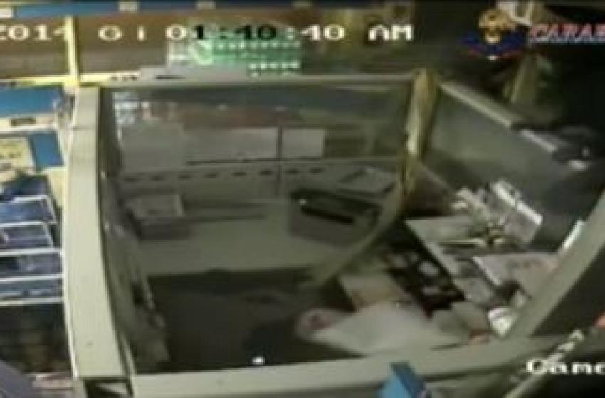 Il video del fallito assalto all'Eurospin. Usato un trattore