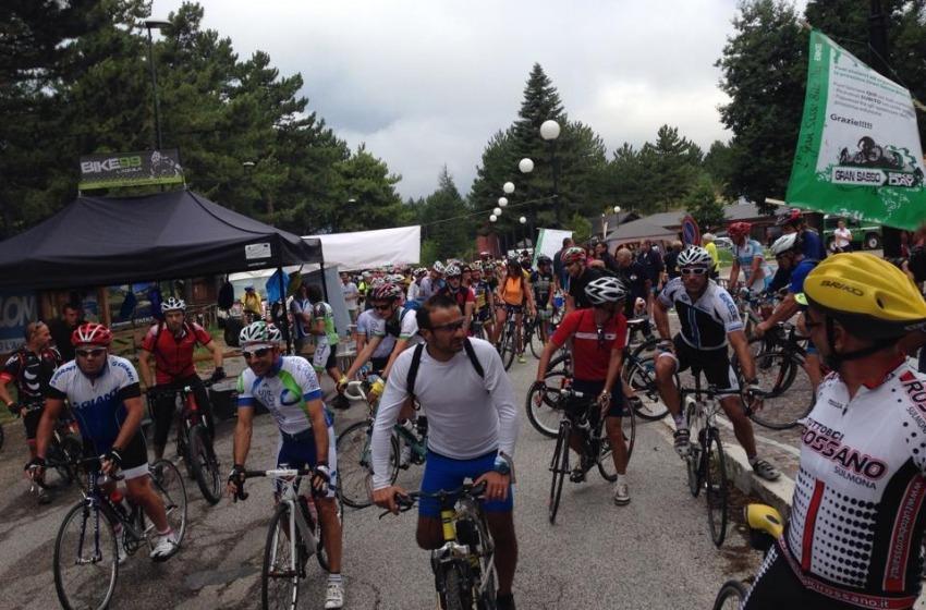 """Oltre 500 atleti per la sfida """"Gran Sasso Bike Day"""""""