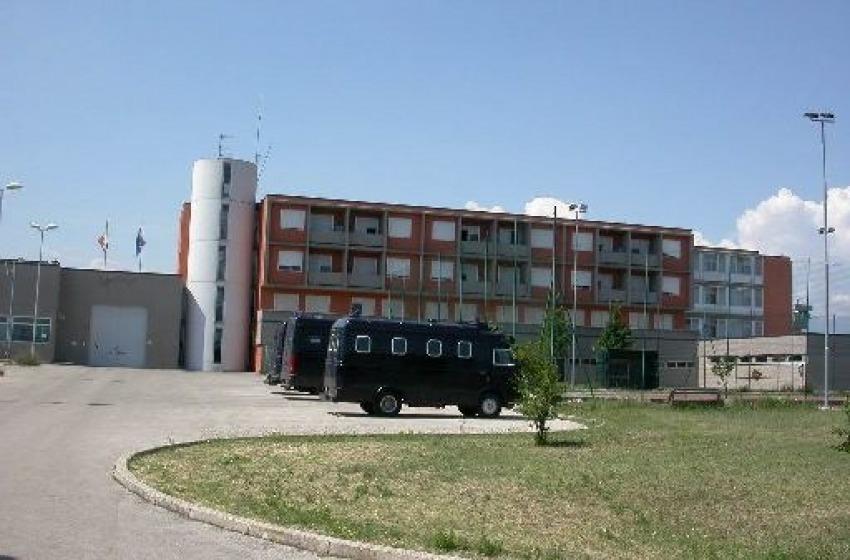 Detenuto aggredisce tre agenti nel carcere di Lanciano, è allarme