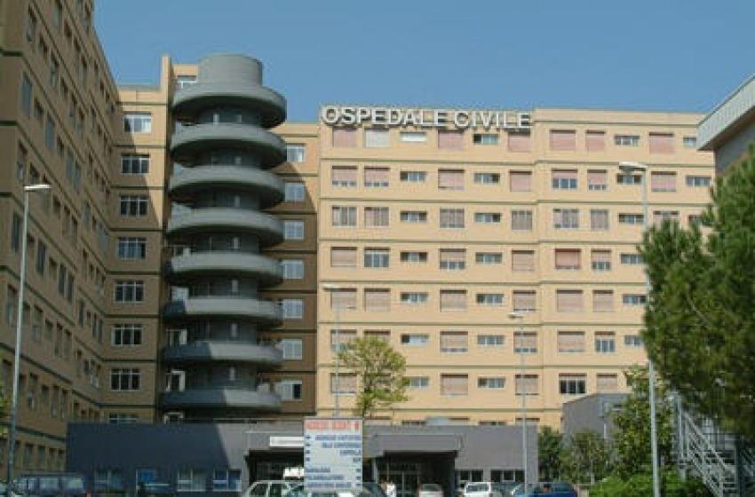 Pescara, ruba uno scooterone dentro l'ospedale e fugge