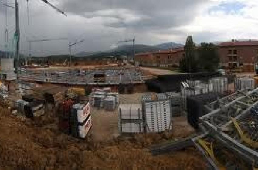 Crolla balcone del Progetto C.a.s.e. costate 2.800 euro al mq.