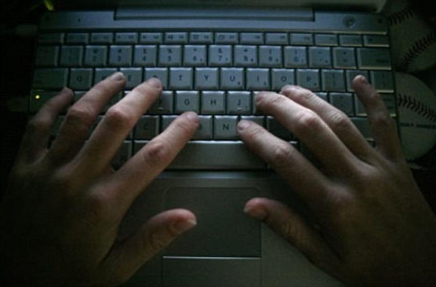 Prezzi stracciati per truffe online, tre denunce