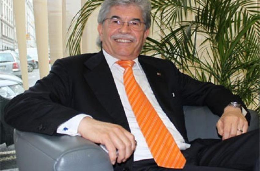 """Antonio Razzi: """"E dai, cari Donald e Kim, venite in Abruzzo"""""""