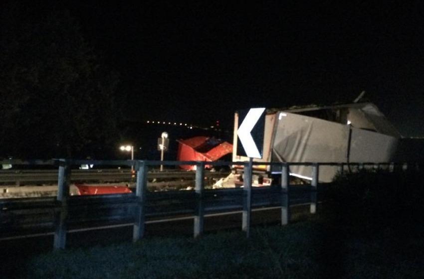 Terribile incidente all'alba sull'A14. Morto autotrasportatore pugliese