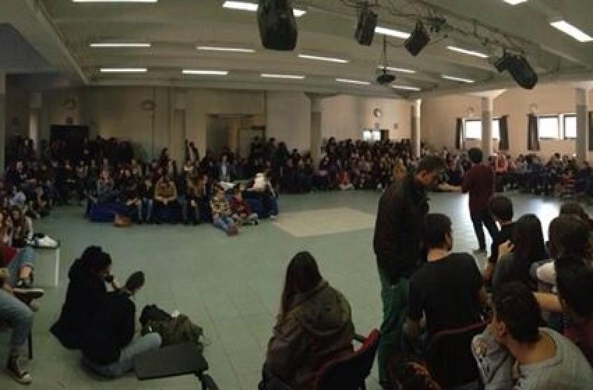 """Studenti in lotta: occupato il Liceo Artistico """"Misticoni-Bellisario"""""""