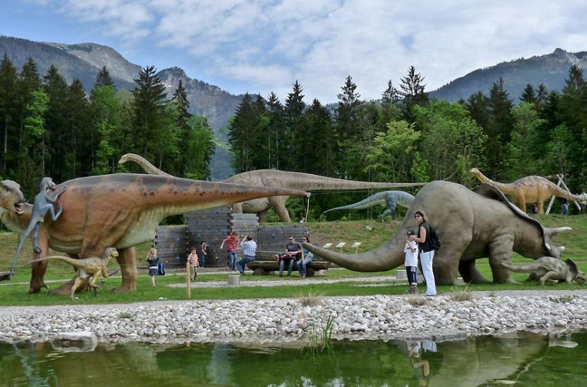 Il fantastico mondo dei dinosauri nel parco della Villa Acerbo