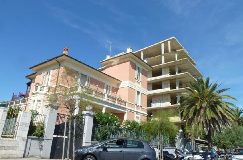 """Pescara, Blasioli: """"Il Comune deve demolire palazzo Michelangelo"""""""
