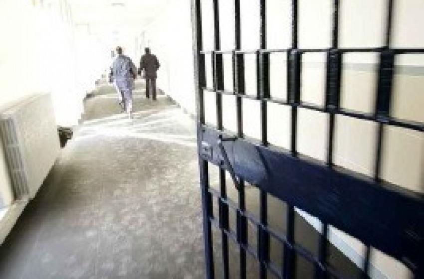 Tenta il suicidio nel carcere di Pescara, salvato dagli agenti