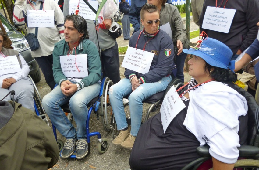 Le Carrozzine Determinate: «Stop elemosine, vogliamo la Legge VI»