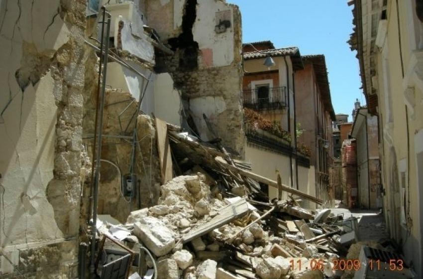 Terremoto L'Aquila, manifestano i famigliari delle vittime