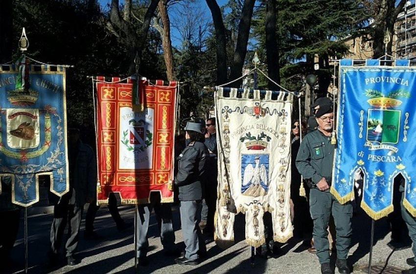 Oltre 400 provinciali protestano in Regione contro i tagli