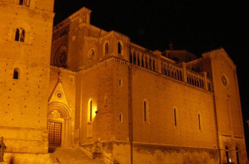 Chieti 'bollente': atti sessuali in Piazza San Giustino?