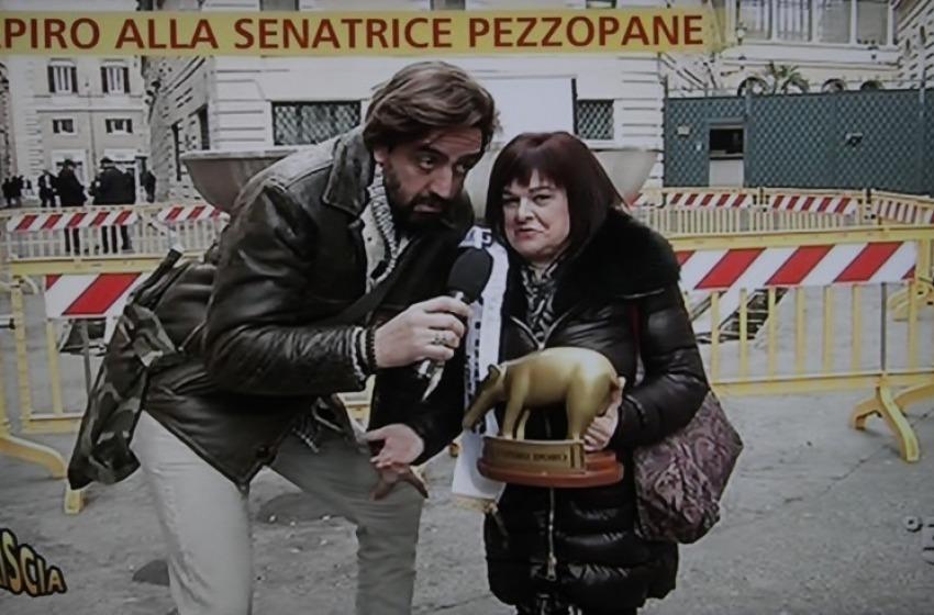 Beneficenza: la Pezzopane metta all'asta un suo Tapiro d'oro