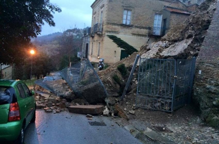 Vasto: crolla la balconata di Palazzo d'Avalos, è polemica