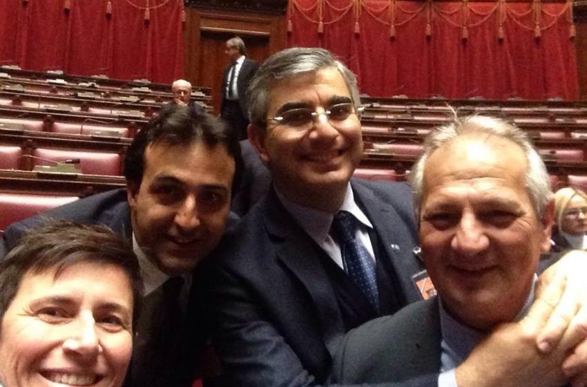 L'Abruzzo e i selfie parlamentari che dicono tutto sulla politica italiana