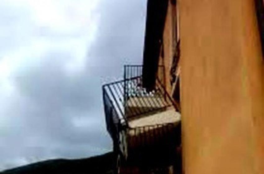 Preturo, Cfs rimuove il balcone pericolante di un alloggio