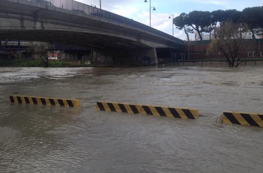 Maltempo: tracimazione fiume Pescara, riaperte le golene