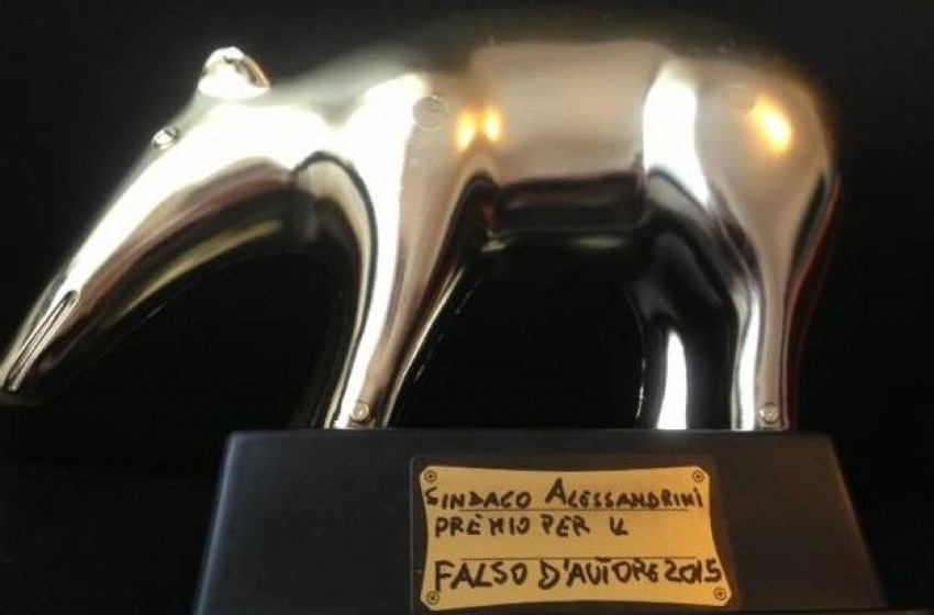 Alessandrini e il falso Tapiro d'Oro preparato da Forza Italia