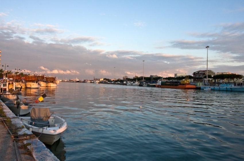 Due barche insabbiate nel porto di Pescara