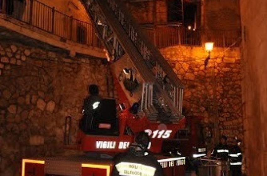 Crolli nel centro storico di Bugnara: le famiglie evacuate vanno nei Map