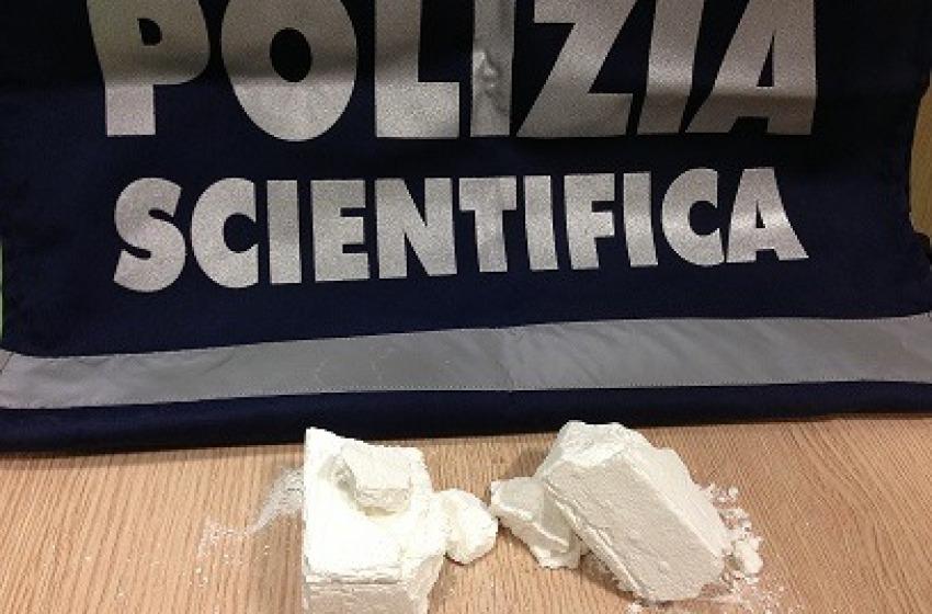 """Trasportavano due etti di """"polvere bianca"""" sull'A24: arrestati due alebanesi"""