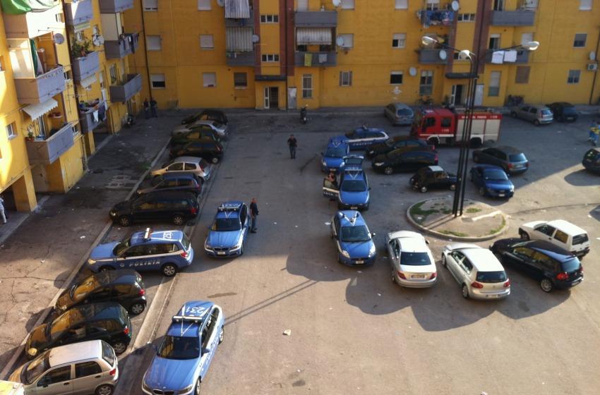 Blitz domenicale nella Scampia d'Abruzzo: stavolta la droga c'è