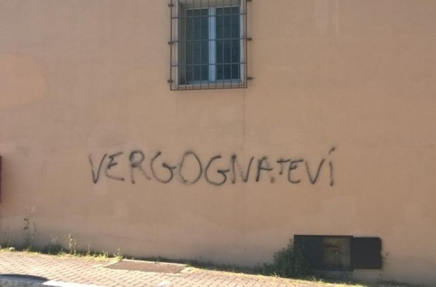 "Blitz notturno in via Pesaro: ""Vergognatevi"" rivolto alla polizia"