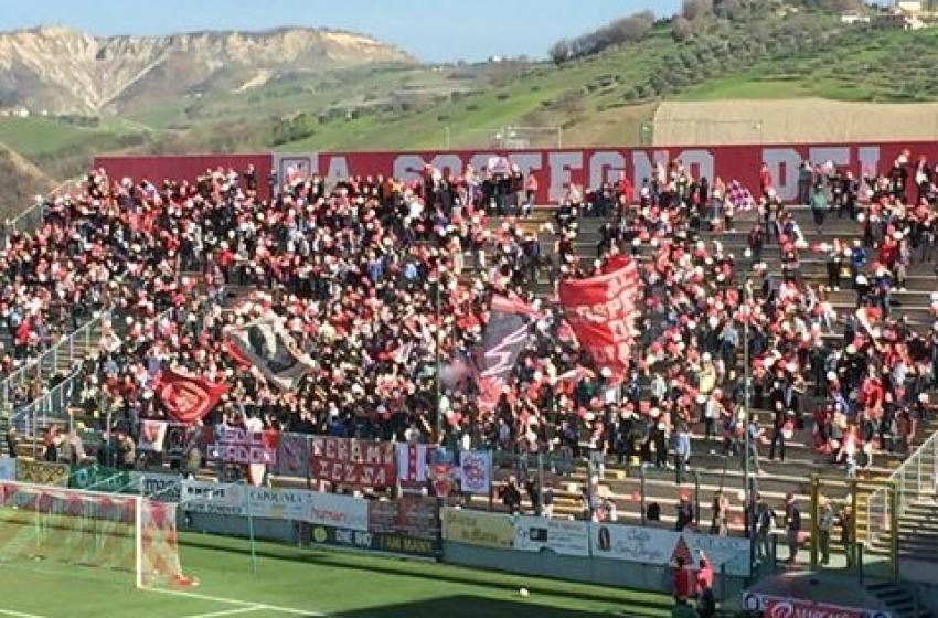 """Il Teramo Calcio 1913 vince 2-0 al """"Bonolis"""" contro il Pontedera"""