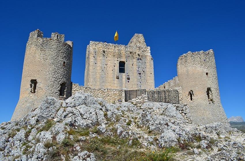 Apertura straordinaria della torre di Rocca Calascio per gli Alpini