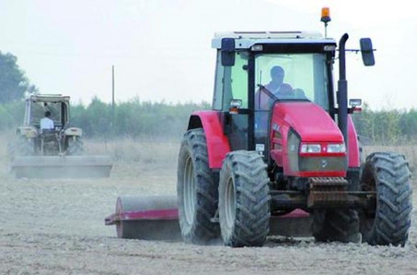 Incidente in campagna, agricoltore schiacciato dal trattore