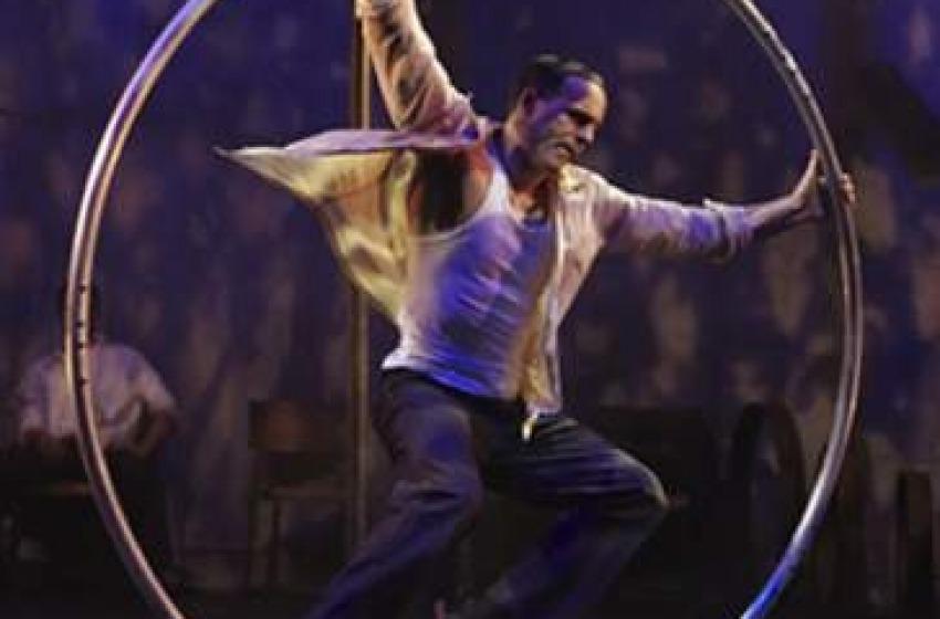Giovedi esplode Funambolika con Le Cirque Les 7 Doigs de la Main