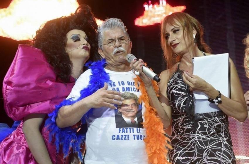 Il senatore piu' famoso d'Italia balla e canta al Gay Village