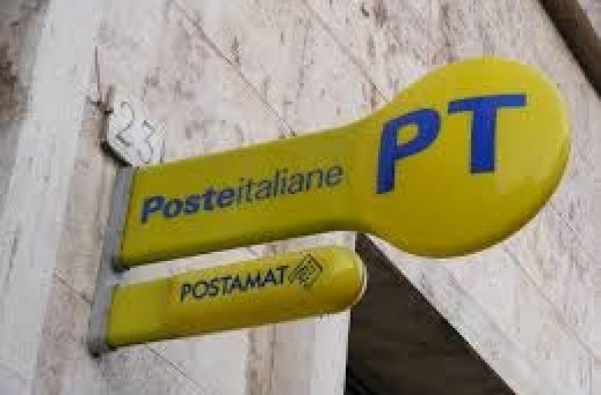Segano grata dell'Ufficio Postale ma vengono messi in fuga dal direttore
