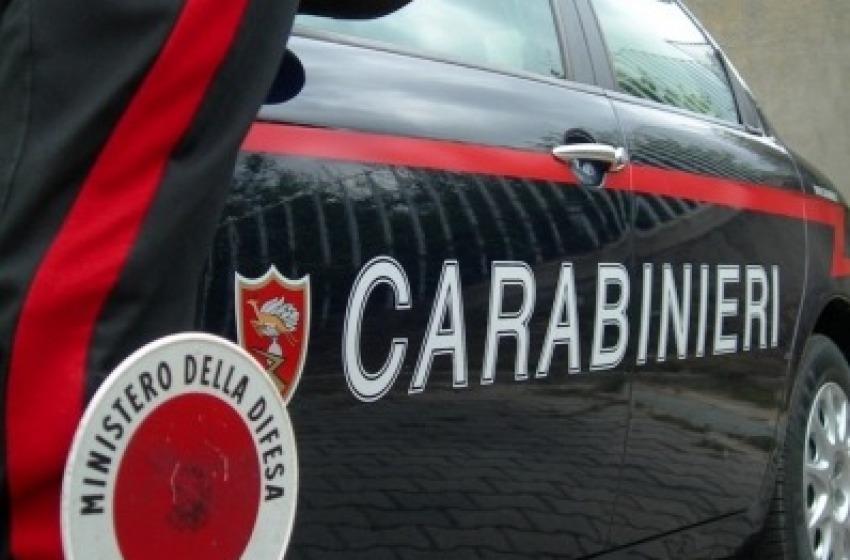 Donna scippata davanti alla banca, ladri in fuga con 30mila euro