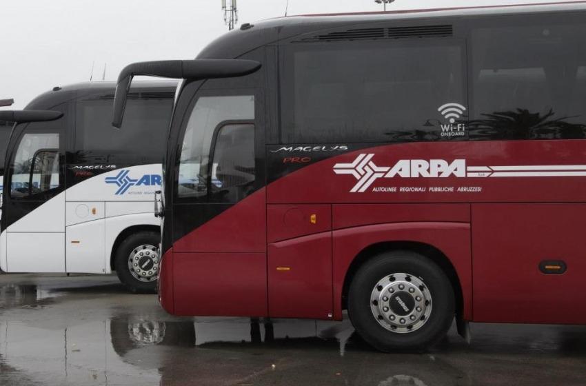 Sale sul bus senza biglietto e aggredisce l'autista: poi fugge