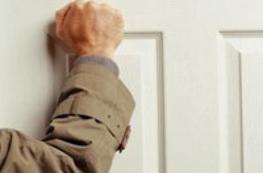 """Malfattore """"inganna"""" anziana con trucco del falso medico ASL: arrestato"""