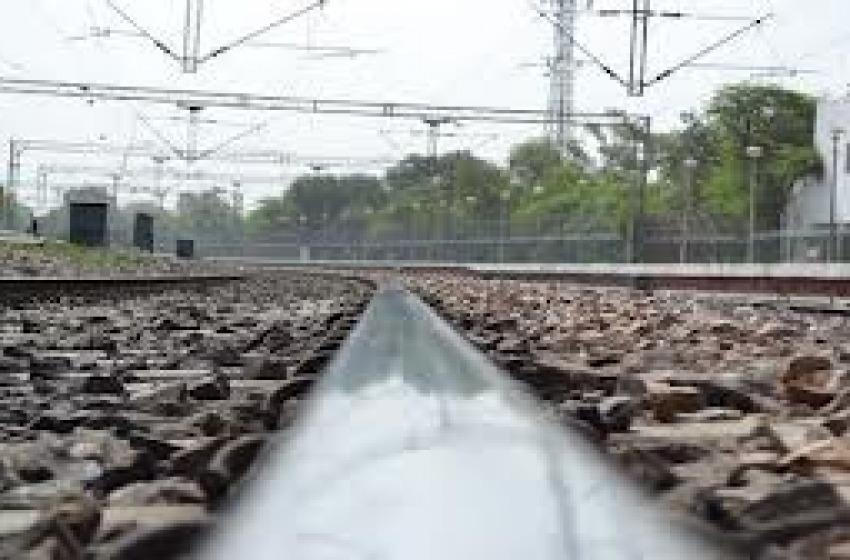 Ferrovia bloccata fino al Molise: è esondato il fiume Osento