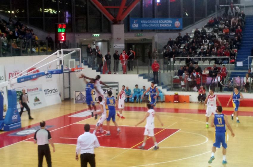 La Tezenis dà lezioni di basket al PalaLeombroni: finisce 63-73
