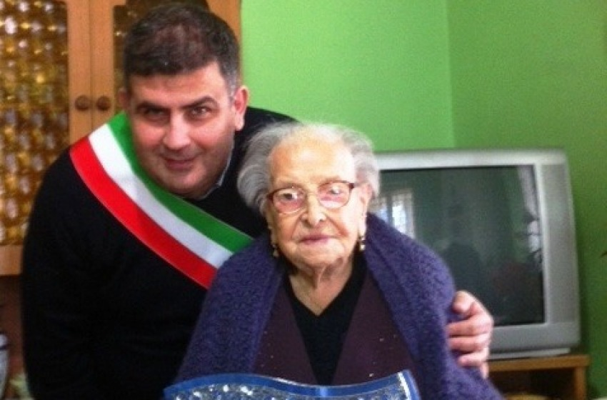 Compleanno da record a Torre de' Passeri, Angelina Cortella festeggia i suoi magnifici 107 anni
