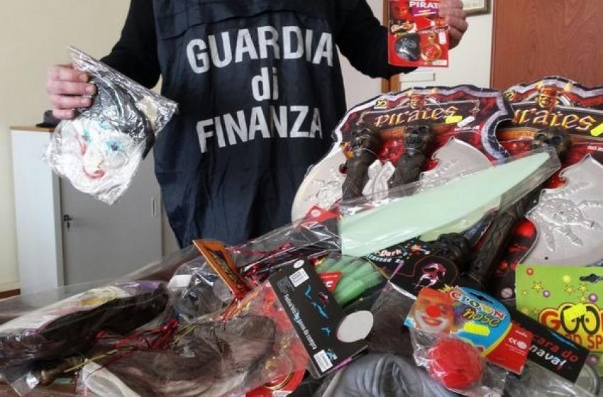 Carnevale, via dal mercato prodotti cinesi contraffatti