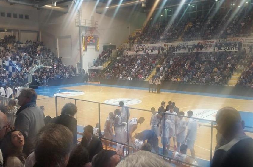 Gli Squali Roseto divorano la Fortitudo Bologna. AL PalaMaggetti finisce 77-72