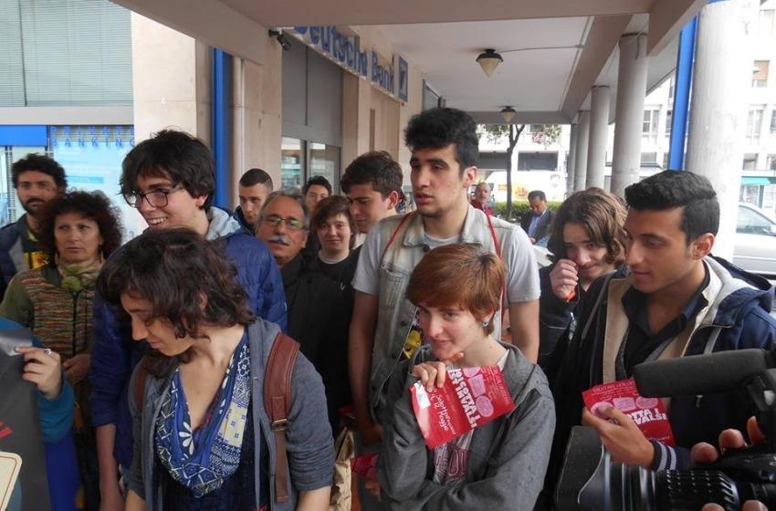 Studenti e docenti protestano contro i test Invalsi a Pescara