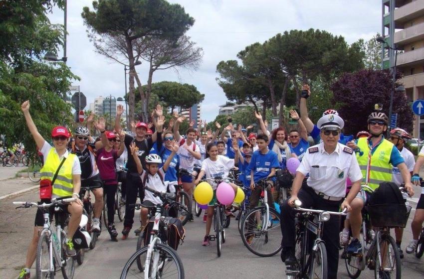 Biciclettata Adriatica, entusiasmo al raduno di Montesilvano