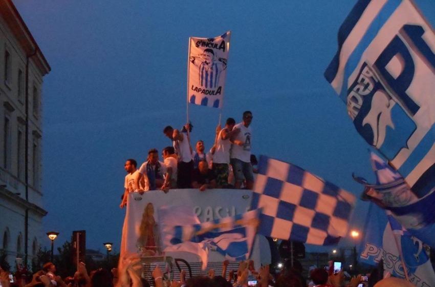 Pescara in serie A, migliaia di tifosi in strada