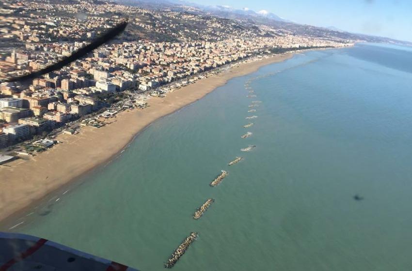 Donna trovata senza vita in mare a Pescara. Sul corpo non ci sono segni di violenza