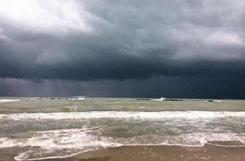 Piove a dirotto su Pescara: la 'Notte Bianca dell'Adriatico' rimandata ancora per maltempo?