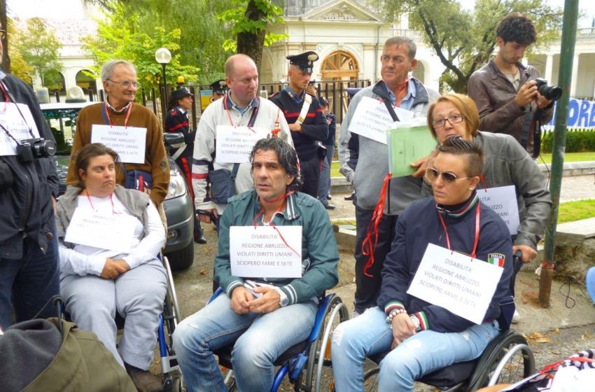 Carrozzine Determinate sul piede di guerra per difendere i diritti degli studenti disabili