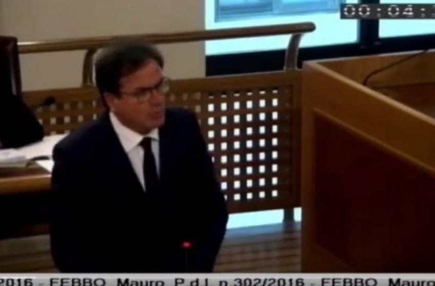 """Show di Febbo in Consiglio Regionale: """"Cinque su sei di voi avevano reddito zero"""""""