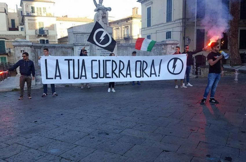 """""""La tua guerra ora"""", azione dimostrativa del Blocco Studentesco a Lanciano"""